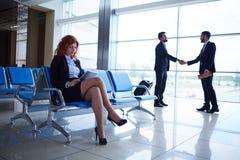 Gens d'affaires dans l'aéroport Photographie stock libre de droits