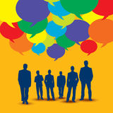 Gens d'affaires dans la communication et le discours coloré de bulle illustration de vecteur