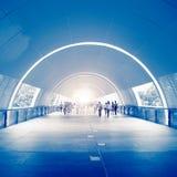 Gens d'affaires dans le passage souterrain Photo stock