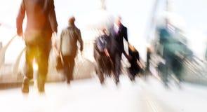 Gens d'affaires de banlieusard de banlieusard de cathédrale de marche Concep de foule images libres de droits