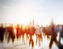 Gens d'affaires de banlieusard de voyage de mouvement de concept de marche de ville photo stock