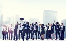Gens d'affaires de célébration de succès de concept d'entreprise de ville Images stock