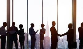 Gens d'affaires de communication corporate de concept fonctionnant de bureau image stock