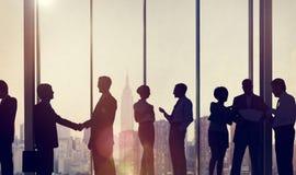 Gens d'affaires de communication corporate de concept fonctionnant de bureau photos stock