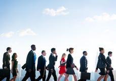 Gens d'affaires de concept de marche d'entreprise de ville Photo libre de droits