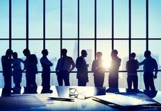 Gens d'affaires de conférence de réunion de concept fonctionnant de salle de réunion photo stock