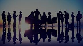 Gens d'affaires de discussion de diversité de travail d'équipe de séance de réflexion concentré Image libre de droits