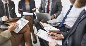 Gens d'affaires de discussion de plan marketing de concept de réunion photo stock