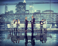 Gens d'affaires de main de secousse d'association de travail d'équipe de coopération d'affaire Image libre de droits