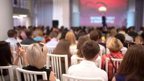 Gens d'affaires de séminaire de car de haut-parleur de conférence de réunion de bureau de concept de formation Beaucoup de person banque de vidéos