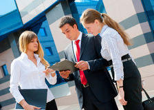 Gens d'affaires de se réunir Photos stock