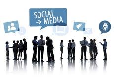 Gens d'affaires de silhouette avec le concept social de media Image libre de droits