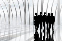 Gens d'affaires de silhouettes contre le bâtiment Photographie stock