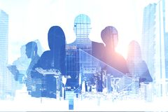 Gens d'affaires de silhouettes, paysage urbain illustration de vecteur