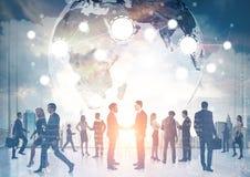 Gens d'affaires de silhouettes, réseau global Photos libres de droits