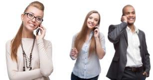 Gens d'affaires de sourire heureux appelant par téléphone mobile Photos stock
