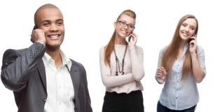 Gens d'affaires de sourire heureux appelant par téléphone mobile Photographie stock libre de droits