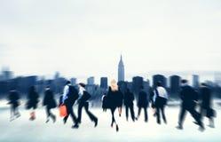 Gens d'affaires de voyage de marche Conce de paysage urbain d'entreprise de banlieusard photos stock