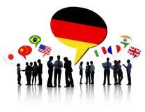 Gens d'affaires discutant différents pays Images libres de droits