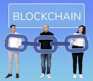 Gens d'affaires divers avec la cryptographie de chaîne de bloc images stock