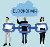 Gens d'affaires divers avec la cryptographie de chaîne de bloc photo libre de droits