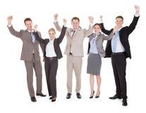 Gens d'affaires enthousiastes encourageant au-dessus du fond blanc photographie stock libre de droits
