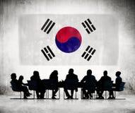 Gens d'affaires et le drapeau national de la Corée Photographie stock