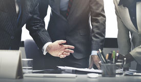 Gens d'affaires faisant un brainstorm le concept de succès de travail d'équipe Image stock