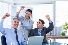 Gens d'affaires heureux encourageant ensemble Images libres de droits