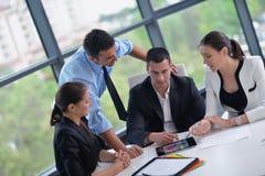 Gens d'affaires lors d'une réunion au bureau Photographie stock