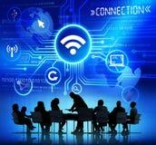 Gens d'affaires lors de la réunion avec des concepts de connexion Images libres de droits
