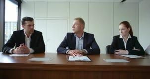 Gens d'affaires lors de la réunion de la société banque de vidéos
