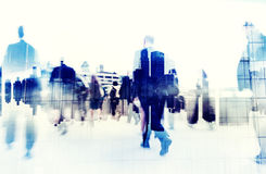 Gens d'affaires marchant sur une ville Scape Photographie stock
