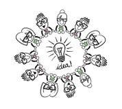 Gens d'affaires mignons de bande dessinée se reliant autour d'une ampoule Photo stock