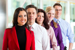 Gens d'affaires ou équipe dans le bureau Photo stock