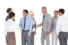 Gens d'affaires parlant ensemble Photo stock