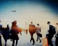 Gens d'affaires précipitant le concept de marche de voyage d'aéroport Photos stock