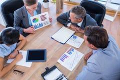 Gens d'affaires réfléchis au cours de la réunion Image libre de droits