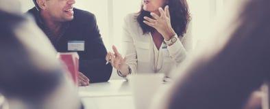 Gens d'affaires rencontrant le concept fonctionnant de discussion de conférence photographie stock