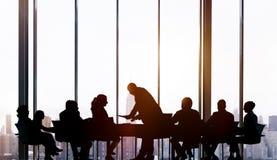Gens d'affaires rencontrant le concept fonctionnant de travail d'équipe Image stock