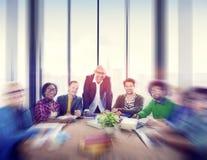 Gens d'affaires rencontrant le séminaire partageant le concept de pensée parlant Photos stock