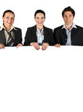 Gens d'affaires retenant un panneau blanc Photos libres de droits