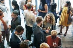 Gens d'affaires se réunissant mangeant le concept de partie de cuisine de discussion photo stock