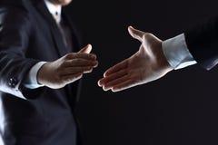 Gens d'affaires se serrant la main, Photos stock