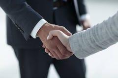 Gens d'affaires se serrant la main d'isolement sur le fond blanc Images stock