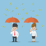 Gens d'affaires tenant le parapluie et la position sous la pluie de Photos stock