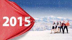 Gens d'affaires tirant la bannière en hiver Photos libres de droits