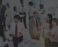 Gens d'affaires travaillant dans un bureau Image stock