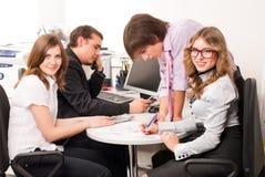 Équipe d'affaires dans le bureau Images stock