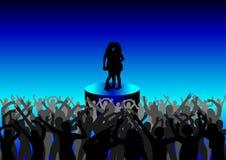 Gens de danse dans une disco Photo libre de droits